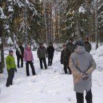 Ryhmä metsässä